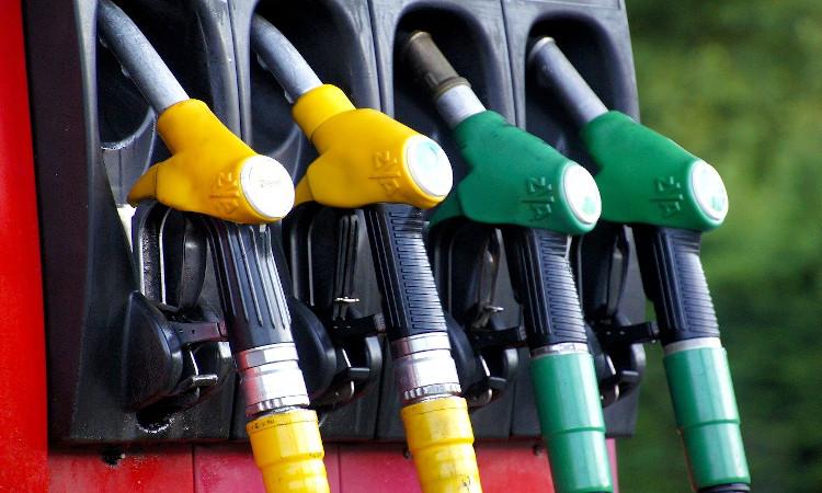 El mundo dice adiós a la gasolina con plomo
