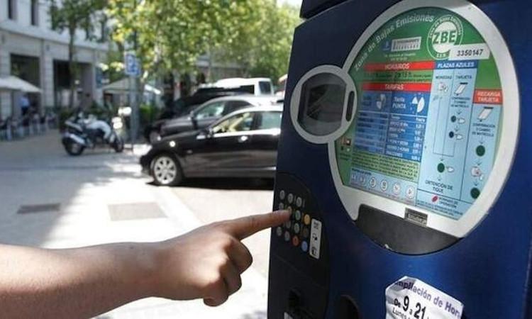 Madrid extenderá los parquímetros a 20 barrios fuera de la M-30 y cobrará según la polución
