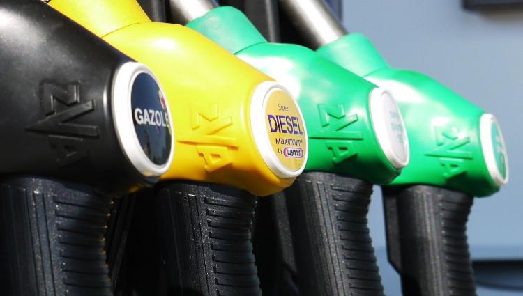 El consumo de combustible cayó 43.000 toneladas hasta agosto