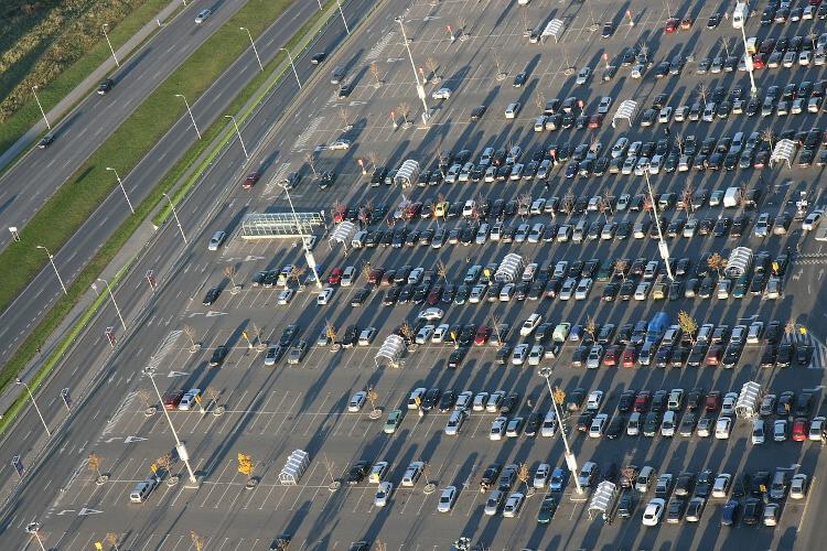 Los fabricantes de coches perdieron casi 11.000 millones en el trimestre y redujeron un 41% los ingresos