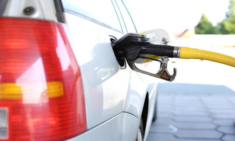 El precio de los carburantes prosigue su escalada y repunta ya un 7% desde noviembre