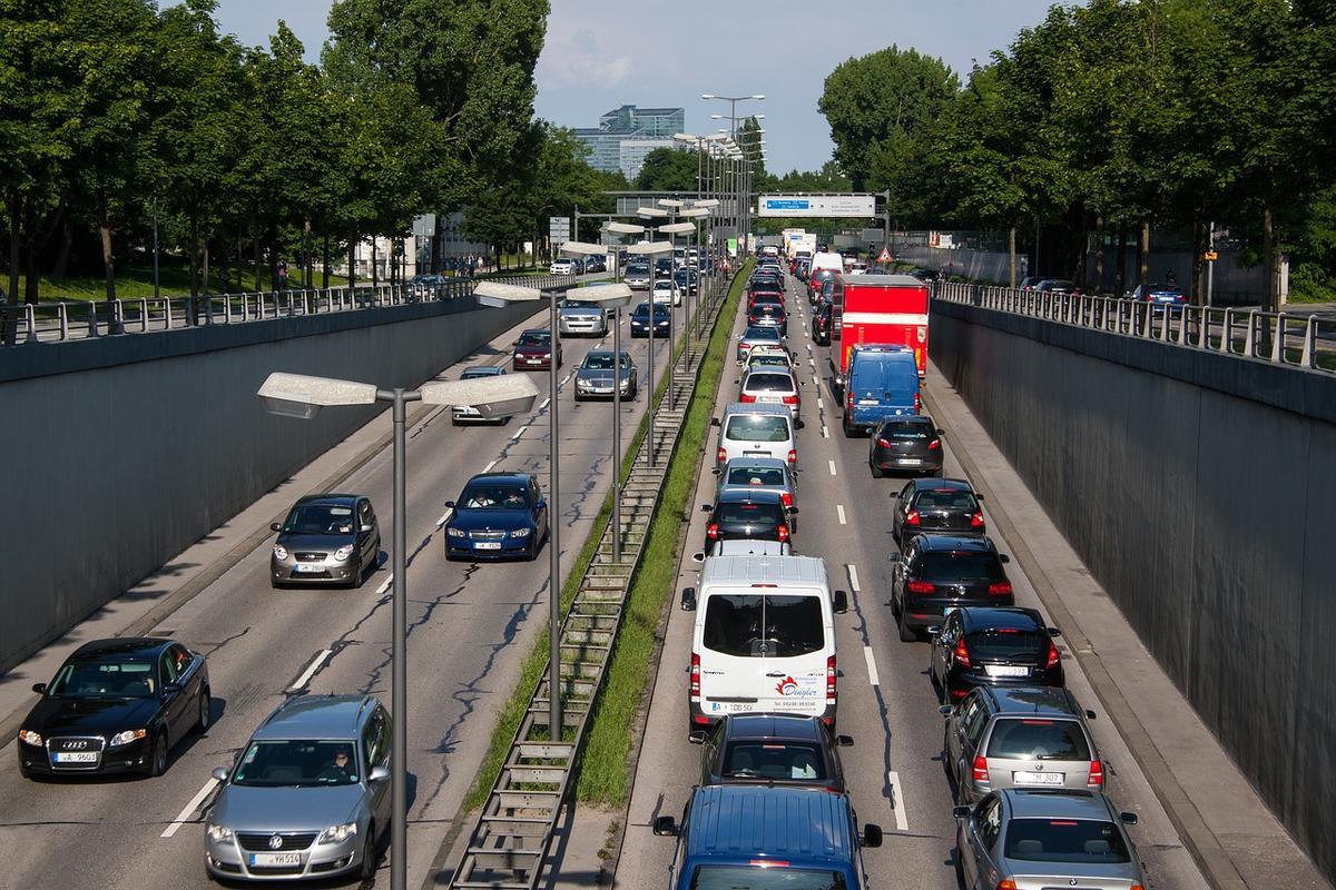 El parque de vehículos en España crece un 10% desde 2015 y se sitúa en casi 29,5 millones de unidades