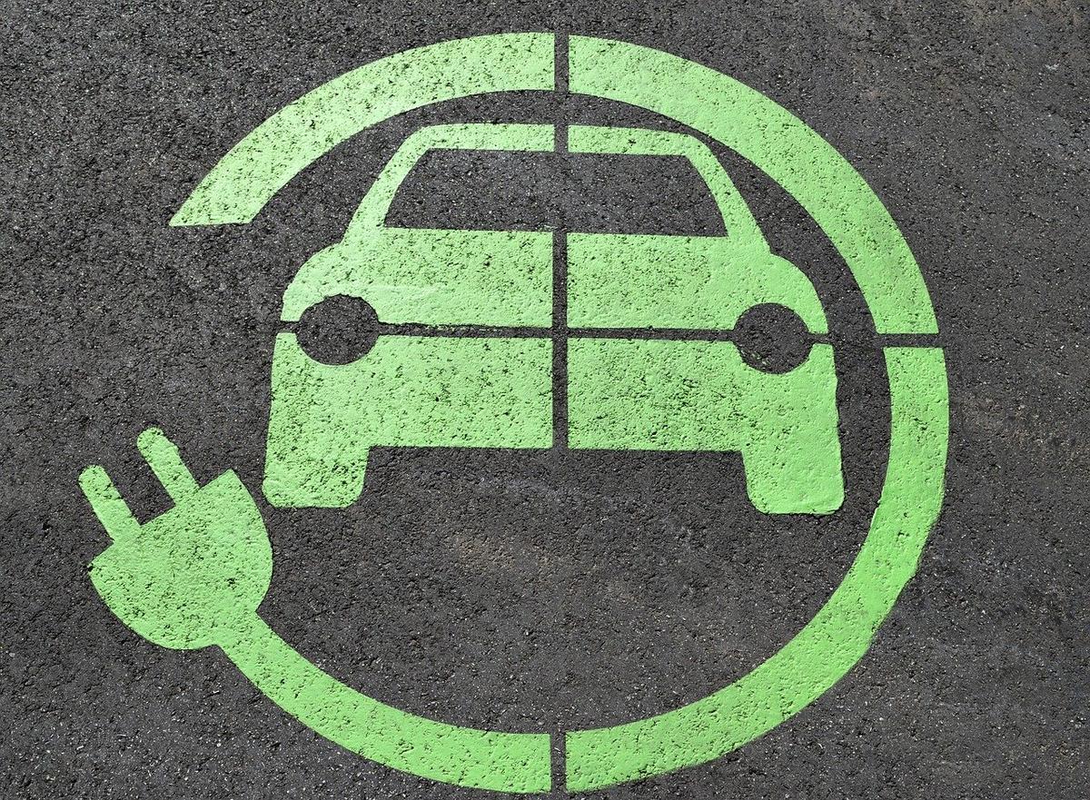 Endesa acelera el despliegue de puntos de recarga para coches eléctricos en España con la ayuda del Banco Europeo de Inversiones
