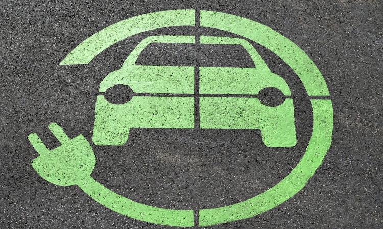¿Por qué la mayoría de los españoles seguimos pasando de los coches eléctricos?