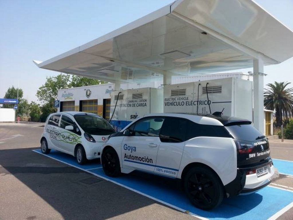 España cuenta con casi 5.000 puntos públicos de recarga para coche eléctrico.